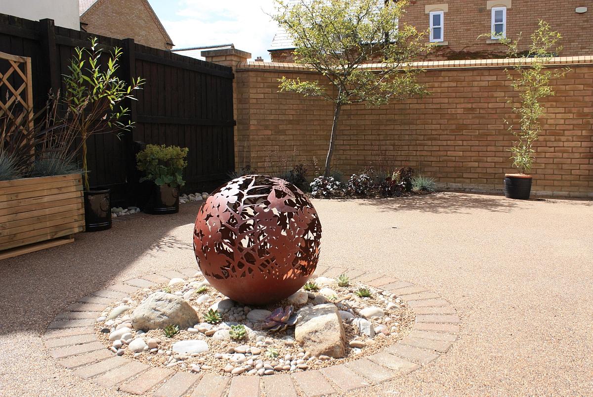 Stone & succulents border